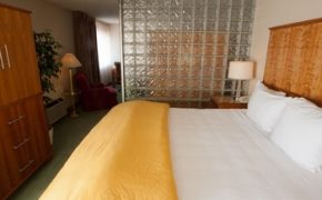 Executive Corner Suite - Mirabeau Park Hotel